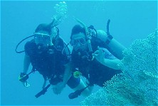 Go for safe and fun scubadiving, go for the buddy system