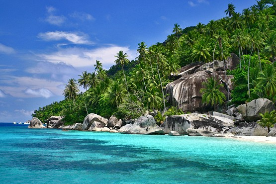 Paradise beaches at Pulau Dayang and Pulau Aur